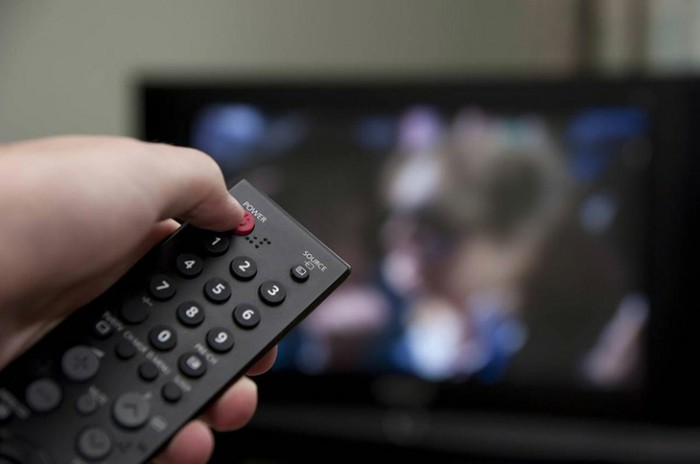 Các cách giúp tăng tuổi thọ của tivi
