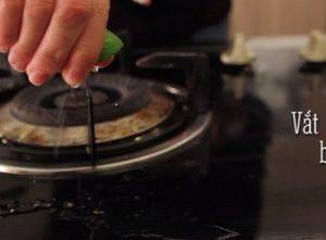 Cách làm sạch dầu mỡ trên bếp gas