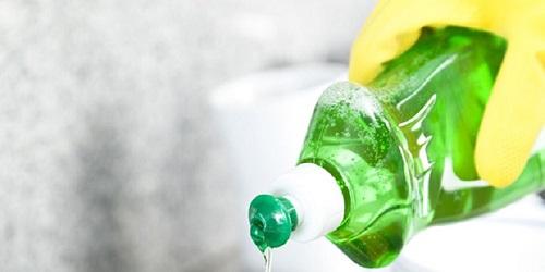 Tuyệt chiêu tẩy dầu mỡ trên tường bếp