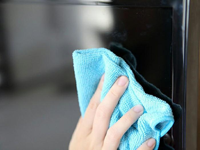 Các cách xử lý đơn giản loại bỏ vết xước trên màn hình tivi LCD