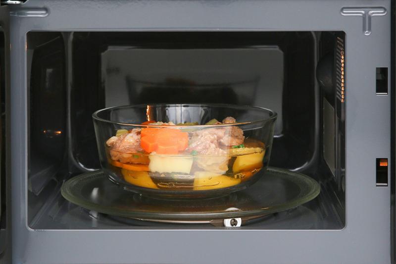 Lò vi sóngđa chức năng: nấu, hâm nóng, rã đông với công suất 1050 W nấu nhanh, tiết kiệm điện
