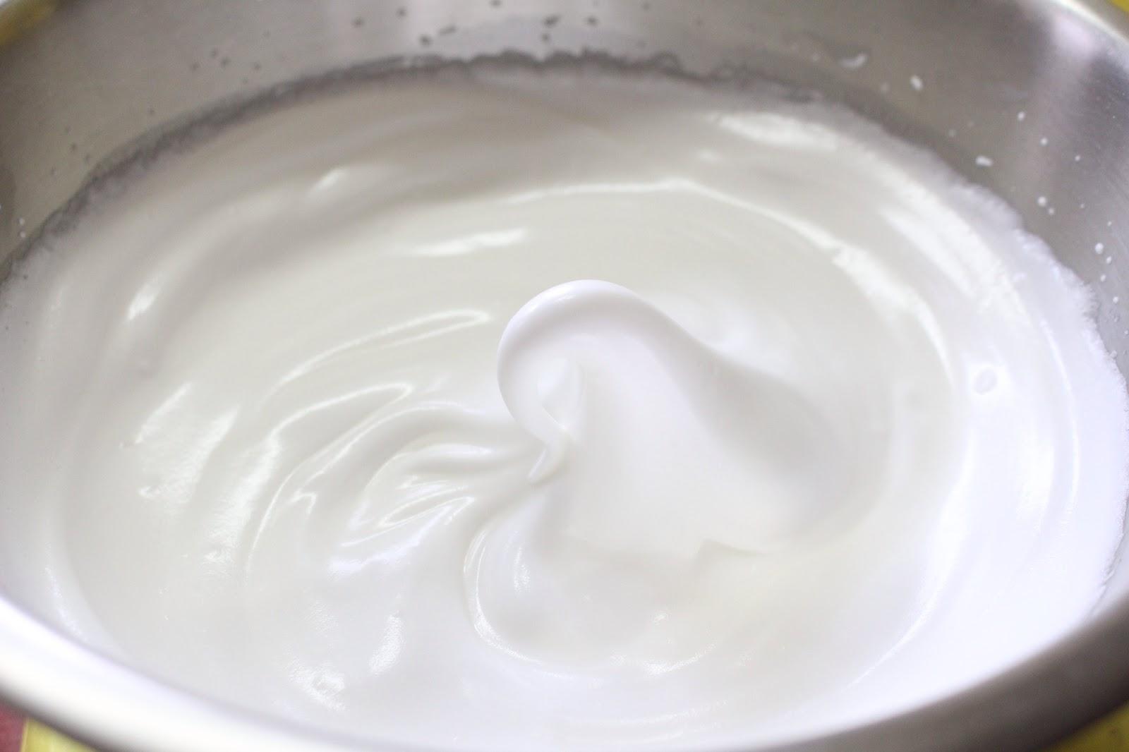 đánh bông lòng trắng trứng