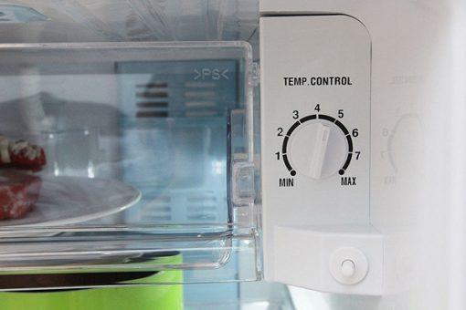 2 nút điều chỉnh nhiệt độ của tủ lạnh