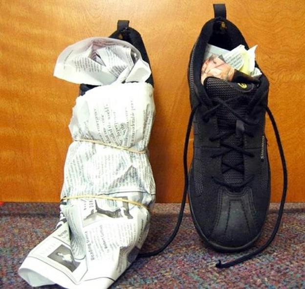 giấy báo làm khô giày