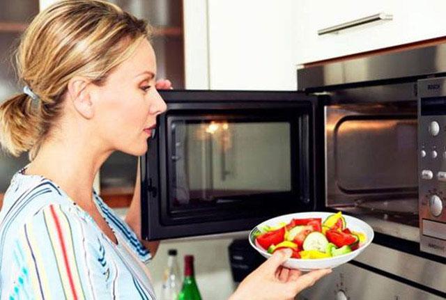 lò vi sóng loại bỏ độc tố trong thực phẩm