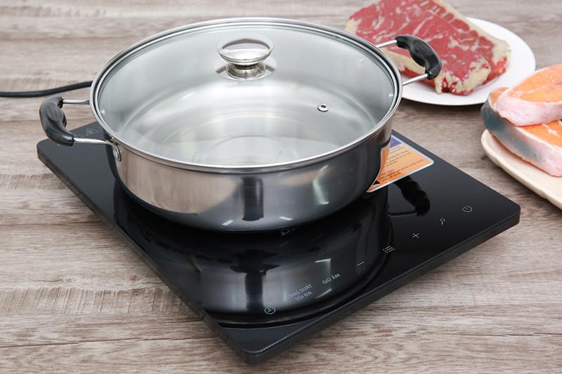 Chỉ sử dụng nồi có đế nhiễm từ, không dùng loại nồi khác nên cần lựa chọn đúng loại nồi để nấu ăn thuận lợi hơn