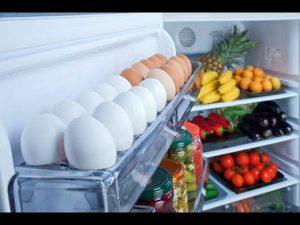không nên để trứng ở cánh cửa tủ lạnh