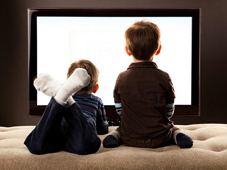 trẻ em xem tivi