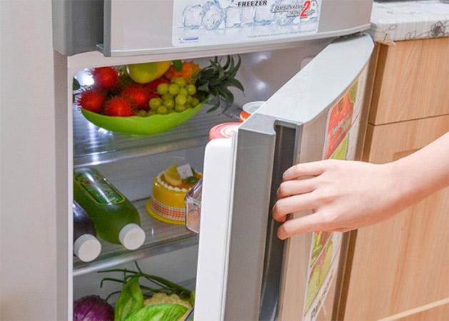 Cửa tủ lạnh bị mở
