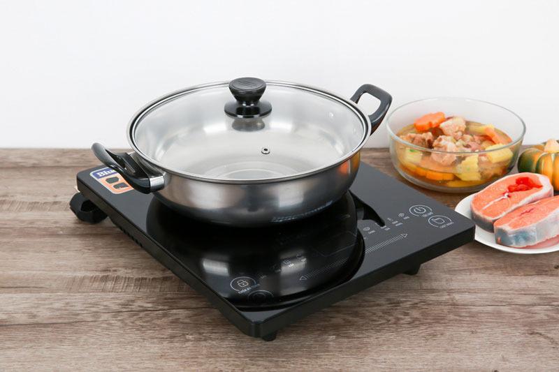 Bếp từchỉ sử dụng loại nồi có đế nhiễm từ, chọn loại nồi khác không thể dùng được trên bếp, cần chọn đúng nồi để nấu ăn tốt hơn