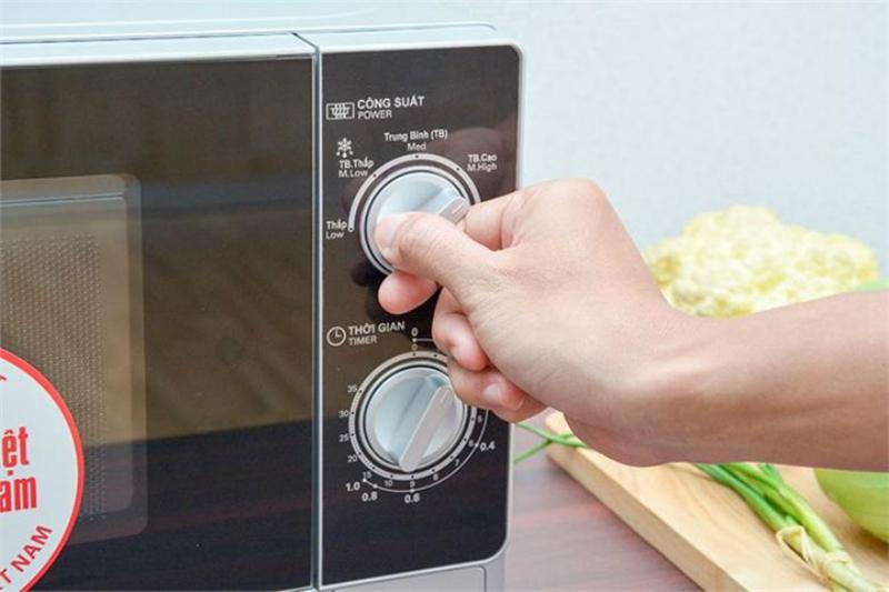 Điều khiển nút vặncó chỉ dẫn tiếng Việt nên dễ sử dụng