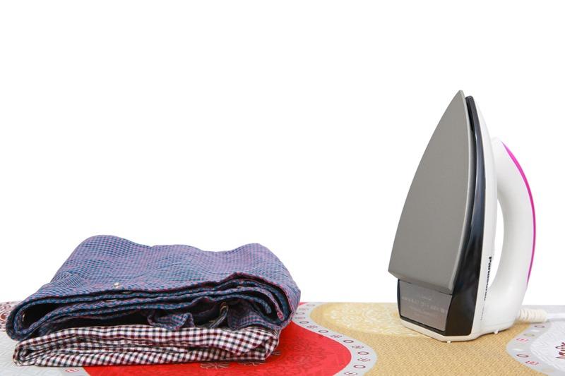 Bàn ủi khô Panasonic NI-317TVRA phù hợp không gian