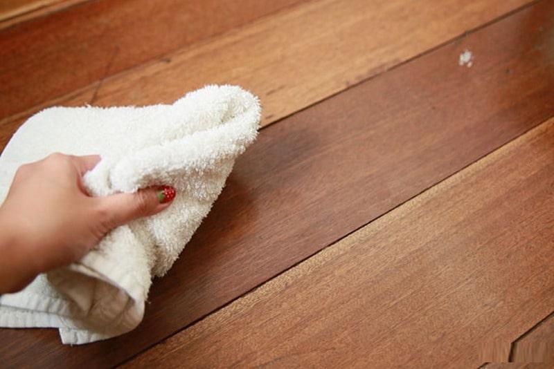 keo dính chuột trên sàn nhà
