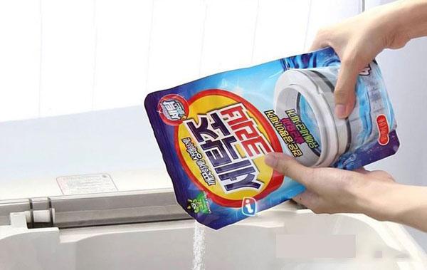 vệ sinh lồng máy giặt bằng bột chuyên dụng