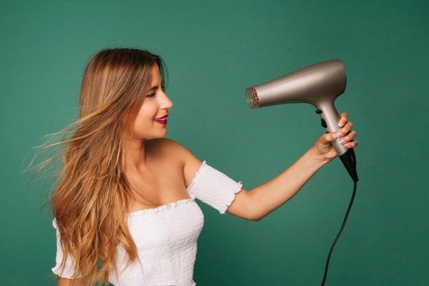 Sử dụng máy sấy tóc đúng cách