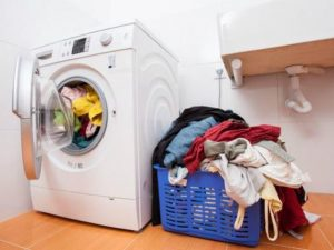 Giặt quần áo với khối lượng không phù hợp